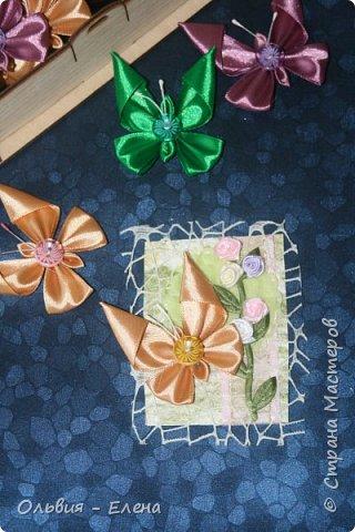 Всем добрый день или вечер!!! вот таких бабочек мы выпускаем Кристина сделала мне много бабочек из атласных ленточек и вот такие у нас получились карточки фотографировала на тёмном фоне чтобы можно было их разглядеть лучше так как должна почти всем получилось много карточек Вика . Викуля. Настя, Маша. Полина, Неля, Гульназ выбирайте если понравится, надеюсь никого не забыла кому должна карточки фото 5