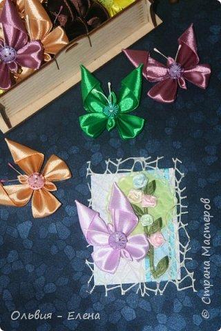Всем добрый день или вечер!!! вот таких бабочек мы выпускаем Кристина сделала мне много бабочек из атласных ленточек и вот такие у нас получились карточки фотографировала на тёмном фоне чтобы можно было их разглядеть лучше так как должна почти всем получилось много карточек Вика . Викуля. Настя, Маша. Полина, Неля, Гульназ выбирайте если понравится, надеюсь никого не забыла кому должна карточки фото 8