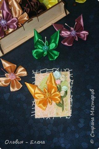Всем добрый день или вечер!!! вот таких бабочек мы выпускаем Кристина сделала мне много бабочек из атласных ленточек и вот такие у нас получились карточки фотографировала на тёмном фоне чтобы можно было их разглядеть лучше так как должна почти всем получилось много карточек Вика . Викуля. Настя, Маша. Полина, Неля, Гульназ выбирайте если понравится, надеюсь никого не забыла кому должна карточки фото 10