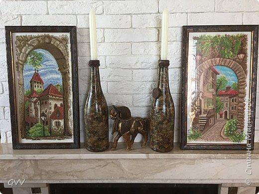 Доброго времени суток всем заглянувшим... Целых две пустых бутылки из под шампани,надо срочно что то с ними сделать. Первый раз попробовала имитацию камня глянцевыми кусочками...вещь!!! быстро, без заморочек, без напряга, всем советую!!!  фото 3