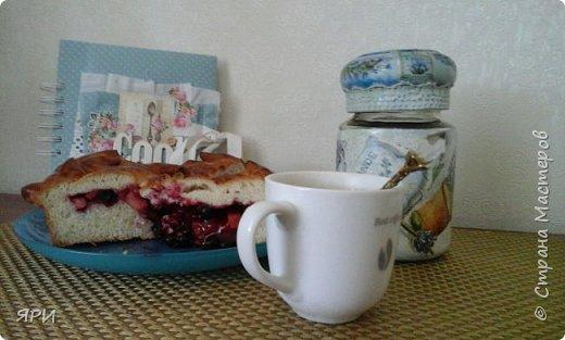 """Продолжаю чай-но кофейную тему и не только ...Здесь позирует крышка от баночки для кофе и разделочная доска, декорированные в  технике """" декупаж"""". Дощечка-такое ...обшарпе получилось, салфетка с буковкой  """"Эль"""" была одна... фото 5"""