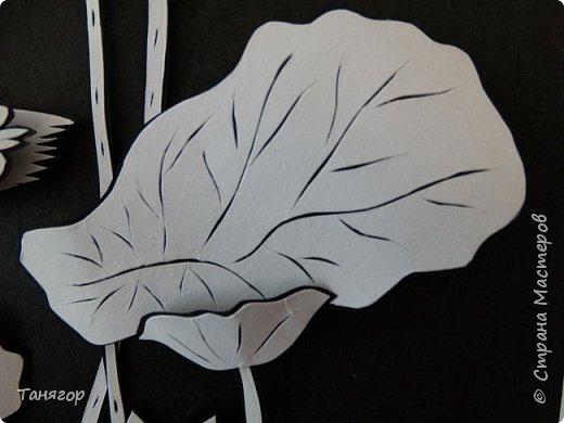 """Добрый день, всем. Представляю вашему вниманию третью картину из серии """"Мой монохром"""".  Картина опять в А4 формате, под стеклом, рама углублена на 3см. Все как обычно. Сначала все вырезано из белой бумаги, затем из черной, склеено между собой, выпуклено и собрано. Фон - черная бумага """"ханди"""". Далее все элементы поближе. Приятного просмотра. фото 11"""