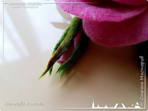 Роза и незабудки. Валяная брошь на каркасе. фото 6