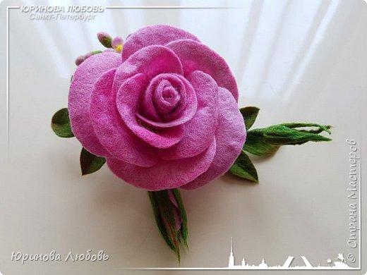 Роза и незабудки. Валяная брошь на каркасе. фото 5
