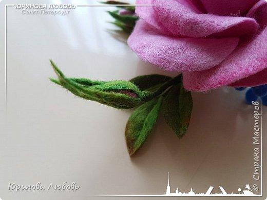 Роза и незабудки. Валяная брошь на каркасе. фото 4
