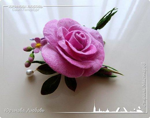 Роза и незабудки. Валяная брошь на каркасе. фото 2