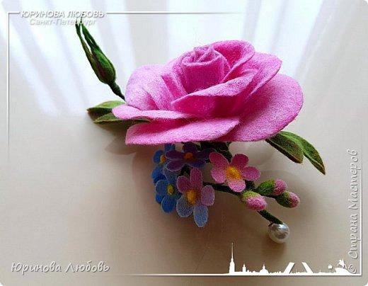 Роза и незабудки. Валяная брошь на каркасе. фото 1