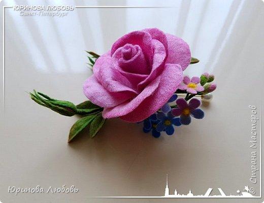 Роза и незабудки. Валяная брошь на каркасе. фото 3