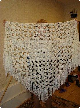 Добрый вечер!!! Рассматривая фотографии нашла фото шалей, которые вязала в подарки мастерицам Страны.. а их было связано наверное штук пять точно... фото 3