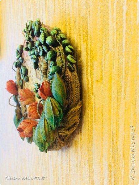 Приветствую всех!Затеяла панно ,можно и магнитик сделать .Не понравилось... потом наклеила косточки от абрикоса-листики и цветы-фисташки(у Оли Шульц,и в инете видала),и разукрасила повеселее фото 4