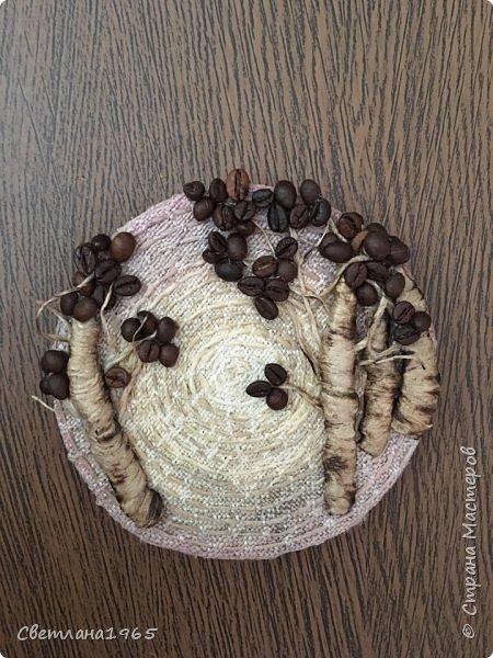 Приветствую всех!Затеяла панно ,можно и магнитик сделать .Не понравилось... потом наклеила косточки от абрикоса-листики и цветы-фисташки(у Оли Шульц,и в инете видала),и разукрасила повеселее фото 5