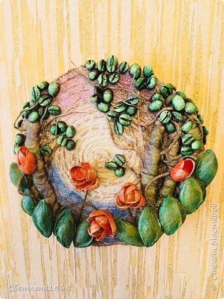 Приветствую всех!Затеяла панно ,можно и магнитик сделать .Не понравилось... потом наклеила косточки от абрикоса-листики и цветы-фисташки(у Оли Шульц,и в инете видала),и разукрасила повеселее фото 1