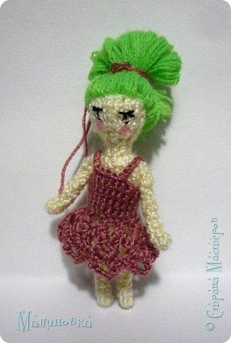 Всем добрый день! Хочу показать вам третью мою куколку в технике вязания.  Куколка высотой сантиметров семь, не считая прически. Платье на этот раз тоже связано.  фото 1