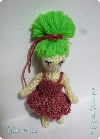 Всем добрый день! Хочу показать вам третью мою куколку в технике вязания.  Куколка высотой сантиметров семь, не считая прически. Платье на этот раз тоже связано.  фото 3