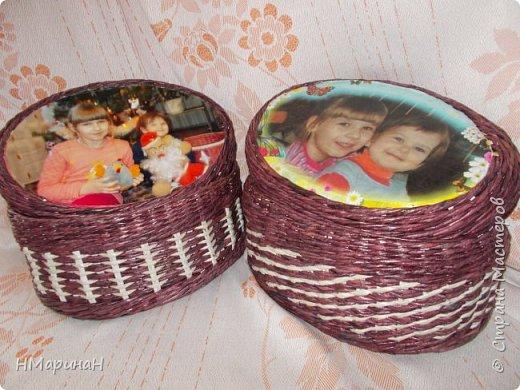 Доброе время суток, в подарок бабушкам шкатулки овальные, тренировалась в рисунках, дно картон оклеен обоями, крышка тоже снизу обои. фото 1