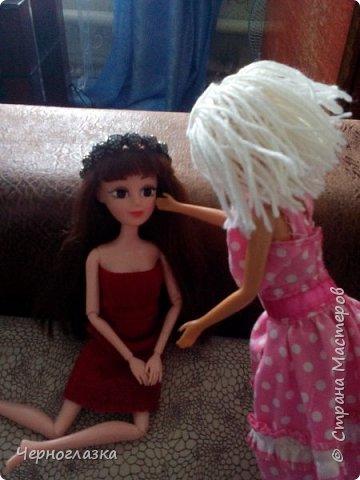 Привет страна! Даааа давненько не было меня. Поэтому  исправляемся.Теперь про одежду Эбби. У неё красное платье самодельное. А головной убор это мой старый браслет. Упс! Что то я заболталась.Так что начнём. фото 4