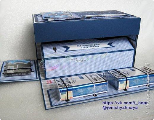 """Ой, как долго я не показывала тут ничего) Исправляюсь))) Многие скраперы уже давно и успешно делают """"мужские заначки"""", то бишь Magic Box для мальчиков. А я немножко поменяла идею и сделала подарок для семьи, семьи врачей, к прошедшему недавно Дню медика.   Итак, """"Антистрессовая аптечка""""! фото 3"""