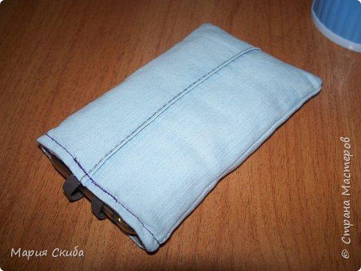 Летом с карманами бывает проблема, ну и решила сшить себе джинсовый футлярчик для телефона. Не мудрствуя лукаво сообразила вот такой экземпляр. Может слишком просто, но в принципе, удобно. фото 4