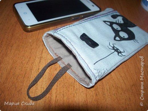 Летом с карманами бывает проблема, ну и решила сшить себе джинсовый футлярчик для телефона. Не мудрствуя лукаво сообразила вот такой экземпляр. Может слишком просто, но в принципе, удобно. фото 2