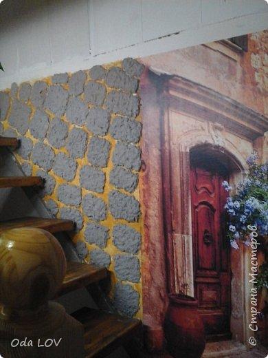 Всем привет! Наконец то закончила я с декором стены! Немного пред истории... Купили фотообои, но на всю стену они не поместились и я взялась задекорировать пустое пространство вокруг. И вот что получилось:  фото 8