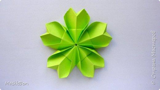 Простой цветок из бумаги