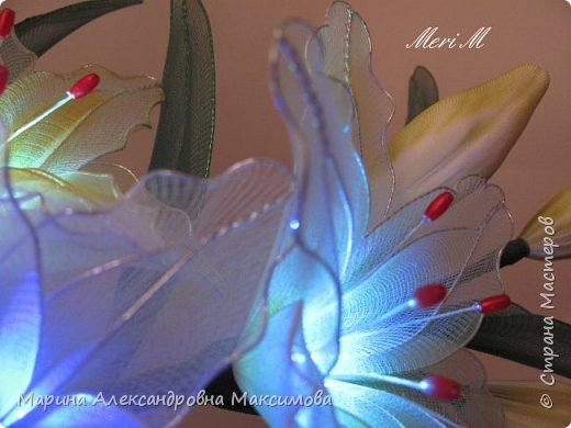 """Светильник """"Лилии"""" переливается плавно разными цветами.  фото 3"""