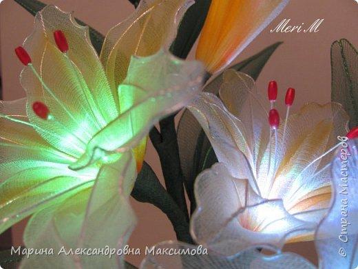 """Светильник """"Лилии"""" переливается плавно разными цветами.  фото 5"""