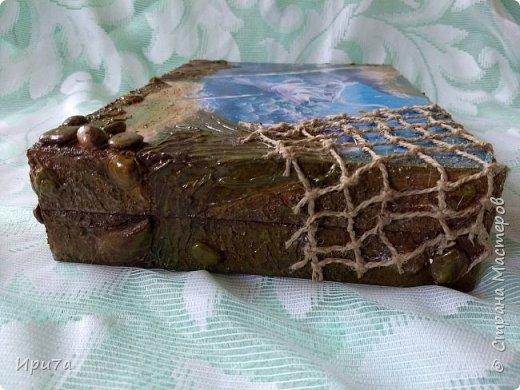 Этот короб - зятю. Заготовка из мдф.  Распечатка,шпаклевка,камешки .ракушки. Сеточку сплела из шпагата. Рыбаки остались довольны. фото 9