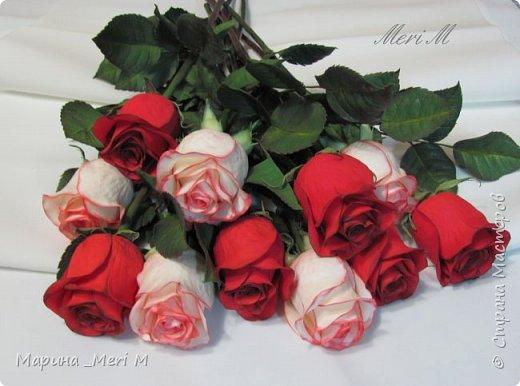 Роза сделана из зефирного фоамирана, стебель - из глины.  фото 14