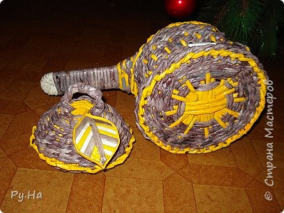 Ну начну с конца. 2 корзинки: коричневая в технике корневого плетения. Плела ее больше месяца. Оч люблю ее. фото 10