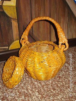 Ну начну с конца. 2 корзинки: коричневая в технике корневого плетения. Плела ее больше месяца. Оч люблю ее. фото 12