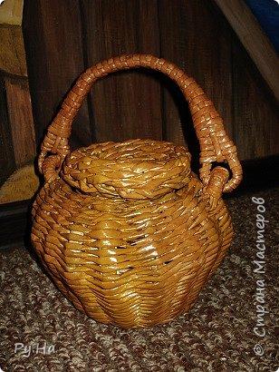 Ну начну с конца. 2 корзинки: коричневая в технике корневого плетения. Плела ее больше месяца. Оч люблю ее. фото 11