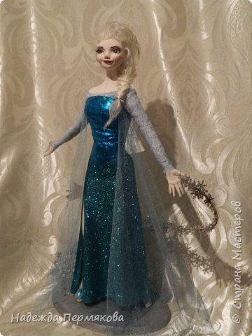 Моей младшей внучке очень по душе этот персонаж из м\ф Холодное сердце. Очень просит свалять еще для неё и снеговичка Олафа. Обещала - ничего не поделаешь... А сделать анимационный персонаж оказалось не так уж и просто. кукла размером 65 см. запекаемый пластик. Нравится пишите. фото 5