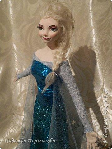 Моей младшей внучке очень по душе этот персонаж из м\ф Холодное сердце. Очень просит свалять еще для неё и снеговичка Олафа. Обещала - ничего не поделаешь... А сделать анимационный персонаж оказалось не так уж и просто. кукла размером 65 см. запекаемый пластик. Нравится пишите. фото 2