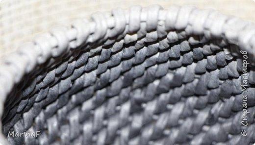 Добрый день! Хочу показать свою работу в понравившейся мне технике плетения. Это ваза для хранения пуговиц. Трубочки покрашены морилкой эбеновое дерево.  фото 8