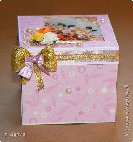 Здравствуйте!!!! Почти 2 недели занималась коробочками,очень мне понравилось их делать,приготовила в подарки на дни рождения,некоторые уже подарены.  Использовала: акварельная бумага(основа),скрапбумага(кстати,случайно увидела наборы в ФиксПрайсе,взяла на пробу - хорошая бумага по такой очень доступной цене!),офисная цветная бумага(распечатывала пожелания,делала цветы),фотобумага(картинки из инета),ленты(самодельные розы в корзиночках и банты на коробочках),искусственная зелень (в корзиночках),сизаль,различные наклейки для декора(шарики воздушные,бантики..) фото 7