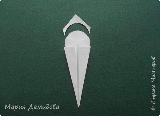 """Здравствуйте, жители Страны! Для тех, кто любит оригами предлагаю сделать ромашку в этой технике. 8 июля страна отмечает один из молодых праздников - День Семьи, Любви и Верности, покровителями которого являются святые Петр и Феврония Муромские. Символ этого праздника - ромашка или, как уже дали название - """"февронька"""" - наш ответ """"валентинке"""". Для работы Вам потребуется: 16 квадратиков белого цвета 9х9 см, 16 желтого 7х7 см, клей, ножницы, кусочек картона, карандаш простой, полубусина, фигурный дырокол """"Ромашка"""". фото 12"""