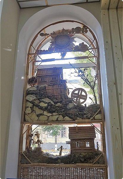 Плетение из соломы \\ Оформление витрины булочной в г.Орёл фото 2