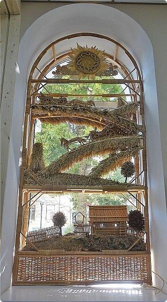 Плетение из соломы \\ Оформление витрины булочной в г.Орёл фото 5