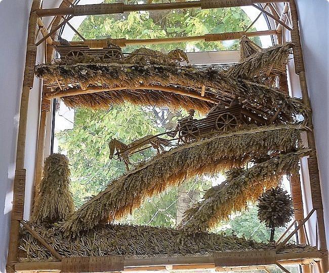 Плетение из соломы \\ Оформление витрины булочной в г.Орёл фото 6