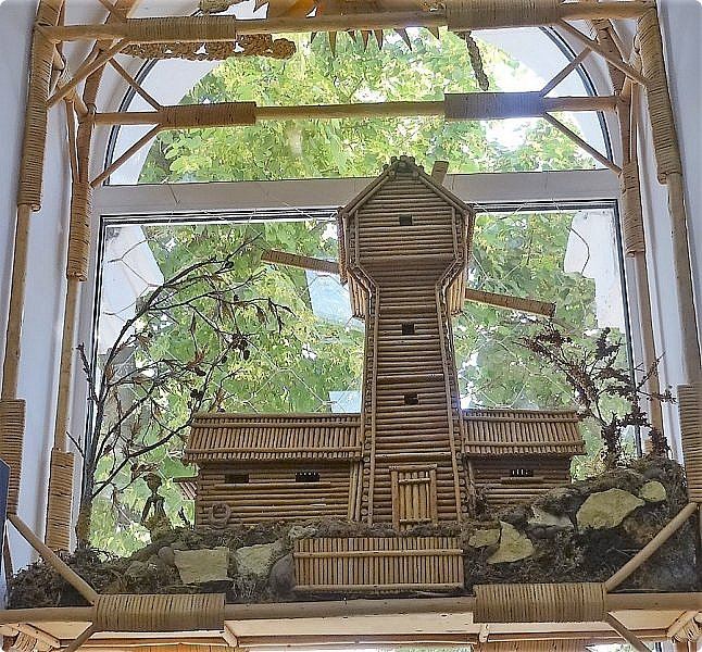 Плетение из соломы \\ Оформление витрины булочной в г.Орёл фото 9