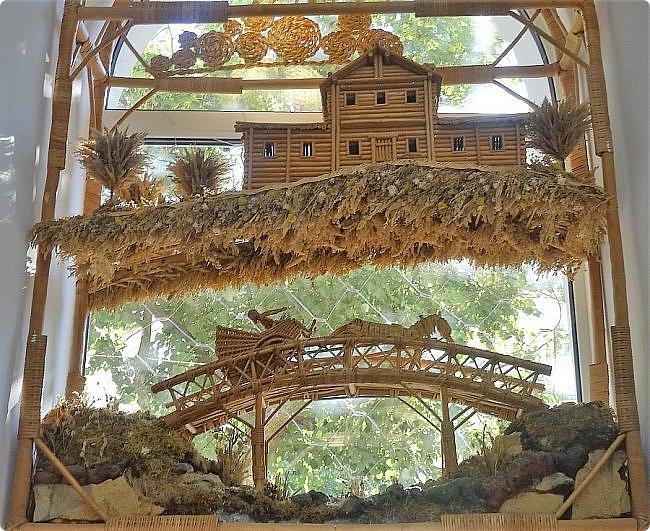 Плетение из соломы \\ Оформление витрины булочной в г.Орёл фото 11