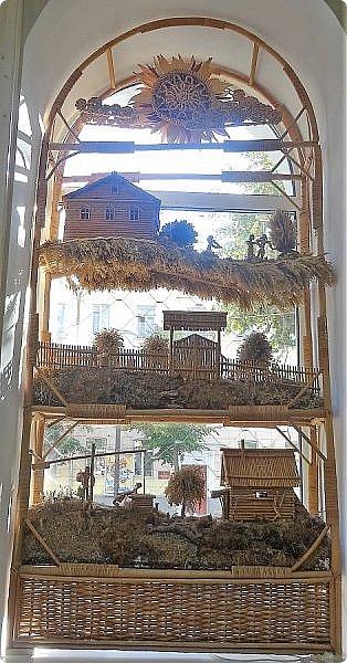 Плетение из соломы \\ Оформление витрины булочной в г.Орёл фото 13