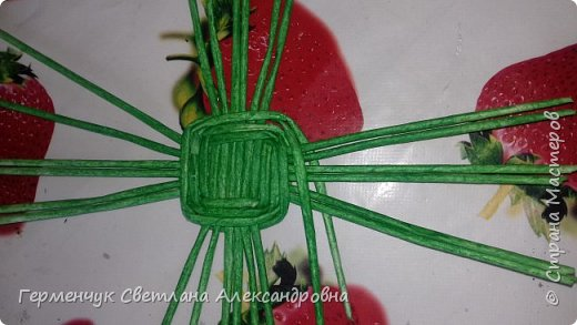 Добрый вечер !!!  Вот такая  получилась у меня   конфетница с плетеным донышком  .                                                                   фото 3
