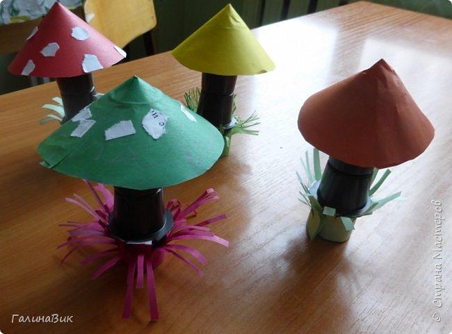 Всем добрый день!!! В школьном лагере с ребятами начальной школы делали грибы из бумаги и бросового материала (мои образцы здесь https://stranamasterov.ru/node/1147288). Работы ребят. фото 5