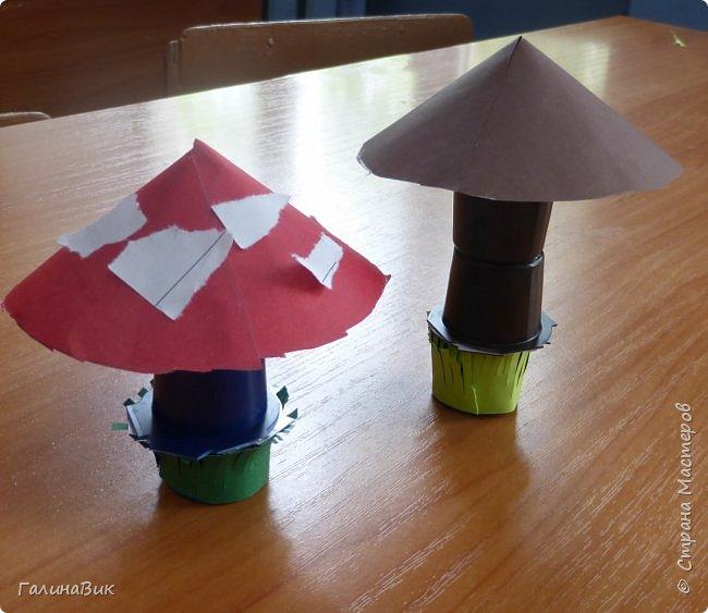 Всем добрый день!!! В школьном лагере с ребятами начальной школы делали грибы из бумаги и бросового материала (мои образцы здесь https://stranamasterov.ru/node/1147288). Работы ребят. фото 12