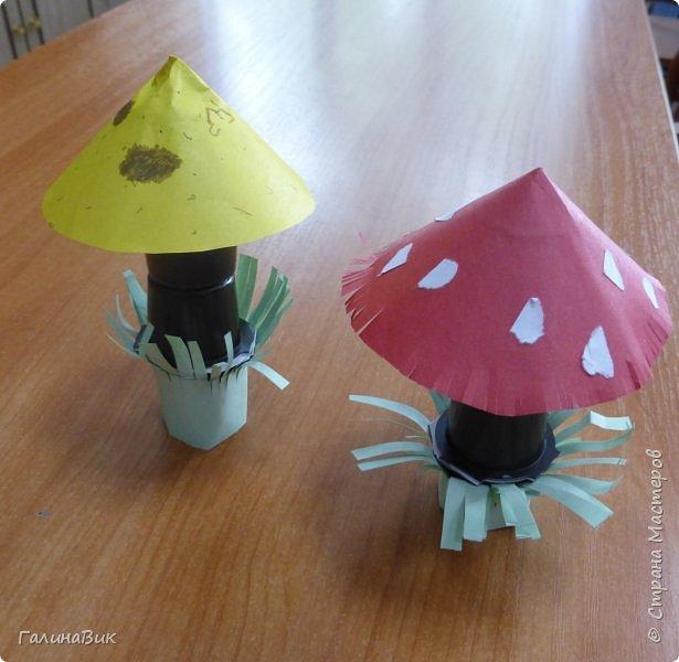 Всем добрый день!!! В школьном лагере с ребятами начальной школы делали грибы из бумаги и бросового материала (мои образцы здесь https://stranamasterov.ru/node/1147288). Работы ребят. фото 1