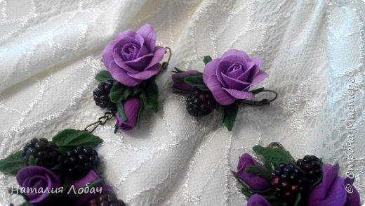 Браслет и серьги из полимерной глины с розами и ягодами ежевики. фото 2