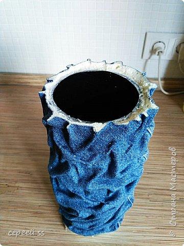Многие спрашивают как я делаю вазы . По этому попытаюсь рассказать . Не знаю, потянет это на мастер класс, но может вопросов станет меньше. Я изначально поставил задачу ,ваза должна быть функциональный , то есть  в нее можно будет наливать воду . Да, идеально это стекло , но тут большие проблемы с размером вазы и обработка стекла весьма трудоемка. Керамика требует обжиг. Ну и тогда я пришел к пластиковым бутылкам . Но они мягкие и вот что я придумал  . фото 5