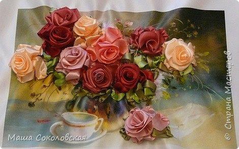 """Привет друзья! Сегодня я к Вам с новой моей вышивкой лентами """"Чаепитие с розами"""". Название придумала моя подруга, т.к. я никак не могла с этим справится))), если учесть, что в некотором прошлом вышивала уже розы на том же принте, вот ссылка, кому интересно https://stranamasterov.ru/node/951605 . Случайно нашла в магазине для творчества точно такой же принт, чему была несказанно рада, т.к. меня попросили сделать быстро кому-то в подарок. Размер картины без багета 37х49 см. Работа на заказ, оформление в раму будет производится без меня. Выполнена за 3 дня. Приятного просмотра! И еще хвастик от Нелечки! фото 10"""
